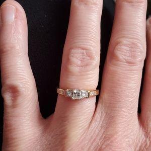 Small princess cut diamond ring sz 3.5